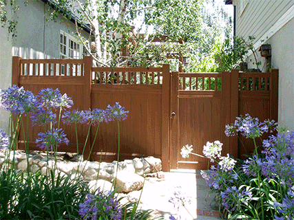 Vinyl Natural Privacy with Picket Accent