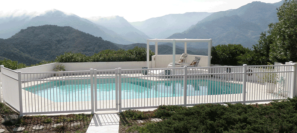 "Pool FenceStandard Sizes:  5'- 5'6""- 6'- 6'6""- 7'- 7'6""- 8' high Custom sizes available.   Variety colors."