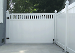 Vinyl Solid Gate with Accents